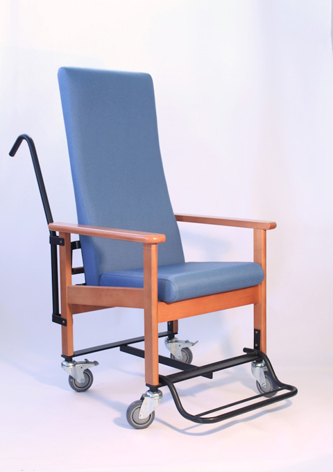 Reclining armchair and travel model 81